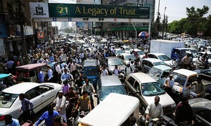 Karachi suffers major traffic jams after police block roads in Red Zone