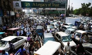 کراچی: ریڈ زون میں سڑکیں بلاک ہونے سے ٹریفک بری طرح متاثر