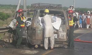 کشمور: وین میں سلنڈر پھٹنے سے 6 افراد جھلس کر جاں بحق، 7 زخمی