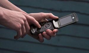 موٹرولا کے فولڈ ایبل ریزر فون کی آفیشل ویڈیو منظرعام آگئی