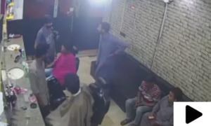 کراچی کے علاقے بہادر آباد میں ہیئر ڈریسر کی دکان میں ڈکیتی