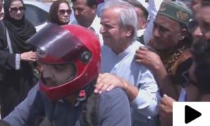 سینیئر سیاستداں جاوید ہاشمی کی موٹرسائیکل پر کوٹ لکھ پت جیل آمد