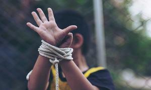 خیبرپختونخوا: بندوق کے زور پر بچے کا 'ریپ'
