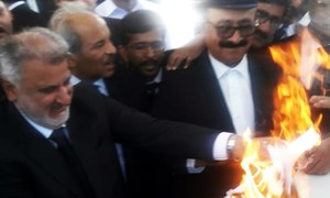 SCBA, lawyers protest as Supreme Judicial Council hears references against senior judges