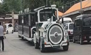 ملکہ کوہسار مری میں سفاری ٹرین سیاحوں کی توجہ کا مرکز