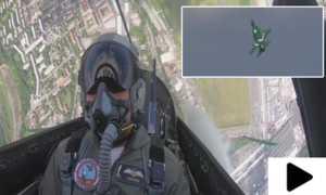 پریس ایئر شو میں جے ایف-17 تھنڈر کا شاندار فضائی مظاہرہ