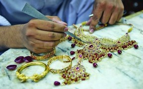 سونے کی قیمت تاریخ کی بلند ترین سطح 77 ہزار 300 روپے فی تولہ تک پہنچ گئی