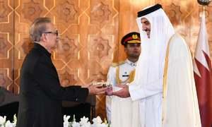 President Alvi confers Pakistan's highest civil award on Emir of Qatar