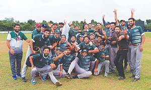 Pakistan crush India to reach baseball final