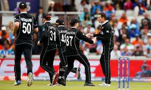 NZ cricketers make sombre homecoming