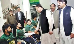 CM awards prizes to outstanding sportsmen