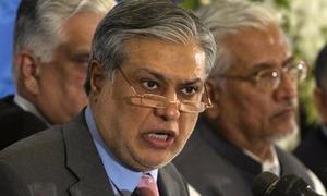 لاہور: نیب کی ہدایت پر اسحٰق ڈار کا بنگلہ تحویل میں لے لیا گیا