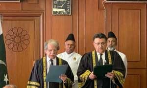 جسٹس شیخ عظمت سعید نے قائم مقام چیف جسٹس کے عہدے کا حلف اٹھالیا