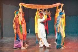 Ajoka stages Jhalli Kithay Jaway at Alhamra fest