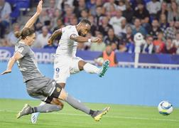 Lyon rout Angers 6-0