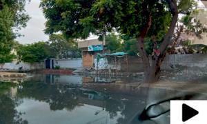کئی روز گزر جانے کے باوجود سڑکوں پر بارش کا پانی موجود