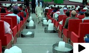 جامعہ کراچی کی انتظامیہ کا گرمی کی شدت کم کرنے کا انوکھا طریقہ