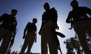 2 Karachi policemen held for taking bribes, extortion money from citizens