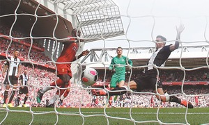 Liverpool open up five-point lead, redemption for Chelsea, Spurs