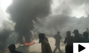 قصور میں 3 بچوں کے قتل پر شہریوں کا پولیس اسٹیشن کے سامنے احتجاج