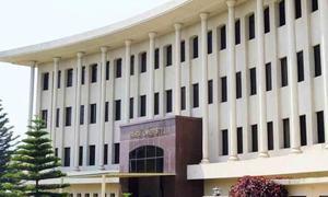 اسلام آباد: یونیورسٹی کی عمارت سے گر کر طالبہ جاں بحق، ساتھیوں کا احتجاج