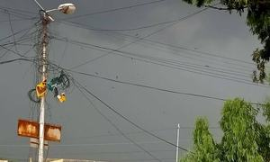 کراچی میں موسلادھار بارش، دو بھائیوں سمیت 6 افراد جاں بحق