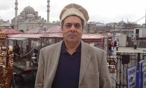 TV analyst Hafeezullah Niazi challenges Pemra's ban in LHC, terms it 'illegal'