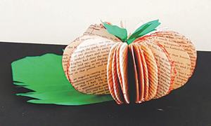 Wonder Craft: 3D apple from old book