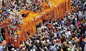 Canadian bus tour to Kartarpur reaches Paris