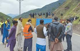 Marchers want containers removed from Srinagar highway