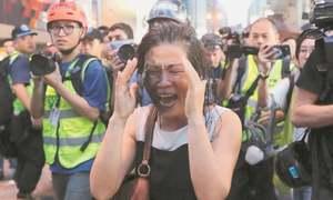 HK police make arrests as flashmob protests & clashes erupt