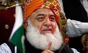 Fazl asks govt to resign before marchers reach Islamabad