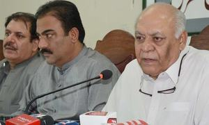 مولانا کو جلسہ کرکے اسلام آباد سے واپس نہیں جانا چاہیے، حاصل بزنجو