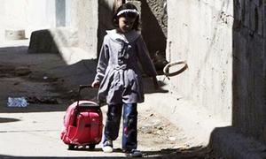 پشاور: 'اسکول بیگ کا وزن طالبعلم کے وزن سے 15 فیصد سے زیادہ نہیں ہوگا'