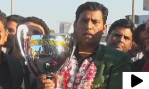ورلڈ اسنوکر چیمپیئن شپ جیتنے والے محمد آصف کراچی پہنچ گئے