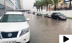 متحدہ عرب امارات میں شدید بارشوں سے نظام زندگی مفلوج