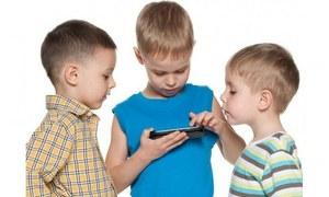 موبائل اسکرین کے بچوں کی صحت پر پڑنے والے اثرات اور ان سے بچنے کے طریقے