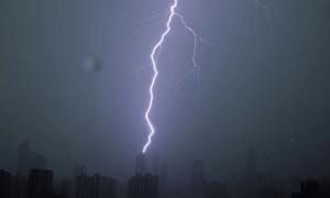 تھر: آسمانی بجلی کی زد میں آکر 20 افراد جاں بحق