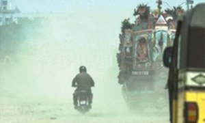 High levels of dust pollution in Karachi causing asthma, allergies