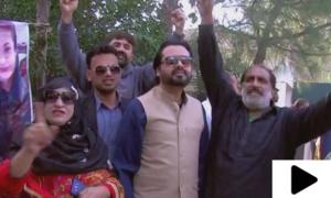 نواز شریف کی روانگی سے قبل جاتی امرا کے باہر کارکنوں کا احتجاج