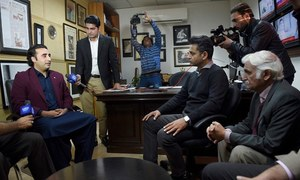 Bilawal visits Dawn offices, condemns besieging of staffers