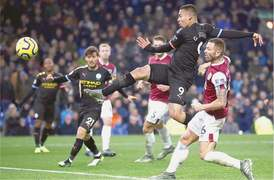 Man City find stride in 4-1 victory at Burnley, Palace win