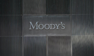 Moody's upgrades outlook for five banks to 'stable'