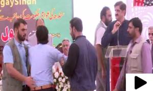 وزیر اعلیٰ سندھ کے خطاب کے دوران بیروزگار نوجوان کا شور شرابہ