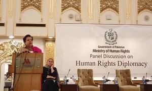 شیریں مزاری کی دفتر خارجہ پر شدید تنقید