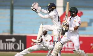 Pakistan strike back with three SL wickets after yet another batting collapse