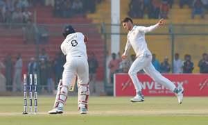 Chandimal's knock puts SL in lead despite Shaheen's bag of five