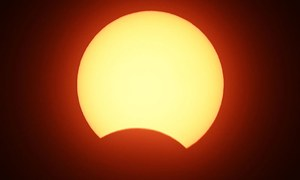 پاکستان سمیت دنیا کے مختلف حصوں میں سورج کو گرہن لگ گیا