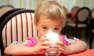 گائے کے دودھ کا استعمال بچوں کو موٹاپے سے بچانے میں مددگار