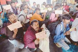 20 Indian fishermen released, seen off to Lahore
